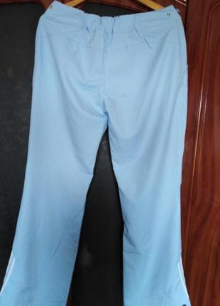 Спортивные брюки фирмы adidas