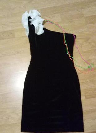 Велюровые платье на одно плечо