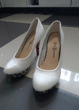 Фирменные женские новые туфельки pieces accessories