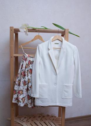 Стильный трикотажный пиджак