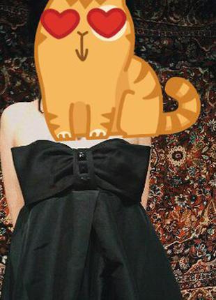 Черное короткое платье jennyfer