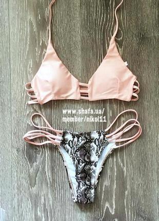 Шикарный нежно розовый купальник с змеиным принтом