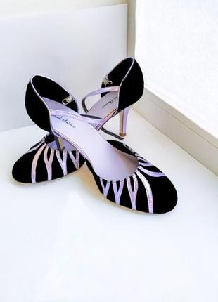 Босаножки на среднем каблуке