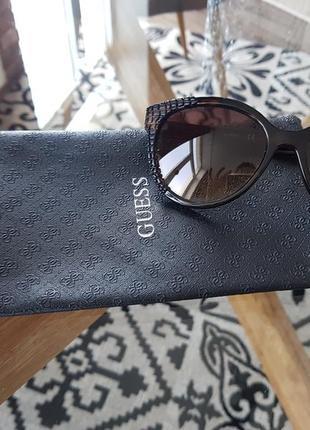 Оригинальные солнцезащитные очки guess