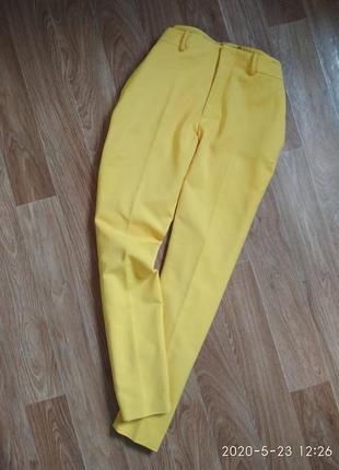 Желтые брюки zara
