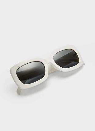 Квадратные солнцезащитные очки stradivarius оригинал в чехле