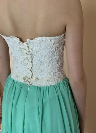 Нарядне плаття з корсетом.