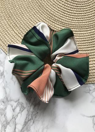 Объёмная резинка для волос/скранчи в разноцветную полоску
