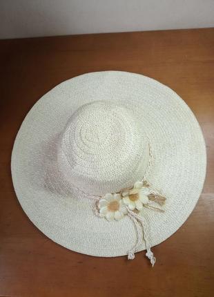 Шляпа летняя с цветком