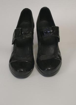 Полностью кожаные туфли 36 р.
