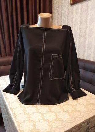 Блузка в спортивном стиле, укороченный крой.