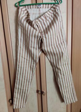 Стильные полосатые джинсы , стрейч.