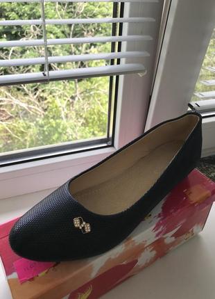 Женские туфли на маленьком каблуке
