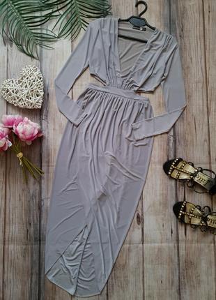 Красивое вечернее платье в греческом стиле с вырезами