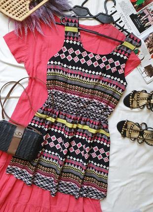 Легкое летнее платье с узорами
