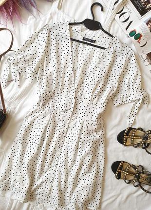 Красивое летнее платье в горох с пуговицами