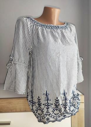 Актуальная блузка с вышивкой