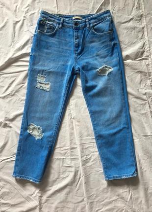 Укорочённые джинсы с потертостями