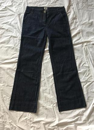 Широкие темно-синие джинсы