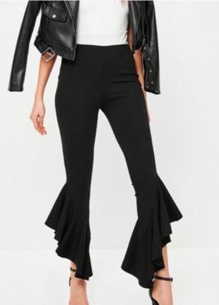 Стильные штаны,лосины с высокой посадкой и воланами от missguided. черные брюки