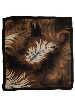 Красивый  шелковый шейный платок италия /1533/