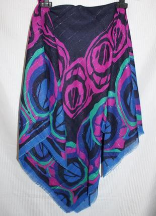 Яркий тонкий платок 118 см