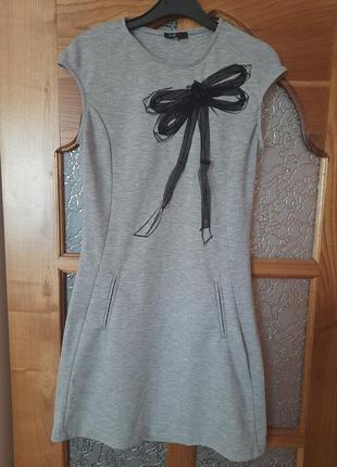 Красивое платье из плотного трикотажа. размер 42-44