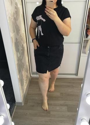 Стильная черная джиновая юбка с необработанным низом от асос, р. 20.