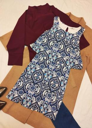 Платье трапеция синее голубое белое трикотажное с накидкой базовое