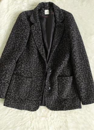Стильное пальто-пиджак в леопардовый принт
