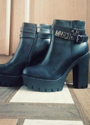 Черные полуботинки на высоком каблуке