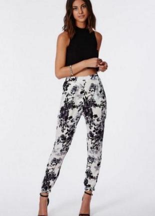 Легкие летние штаны джогеры в цветочный принт