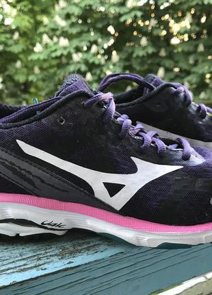 Бігові кросівки mizuno з амортизуючою підошвою