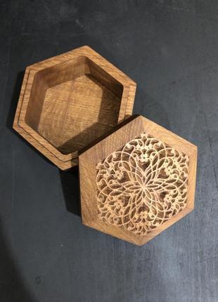 Шкатулка шестикутна