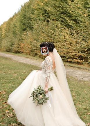 Продам ніжну весільну сукню з відкритою спинкою