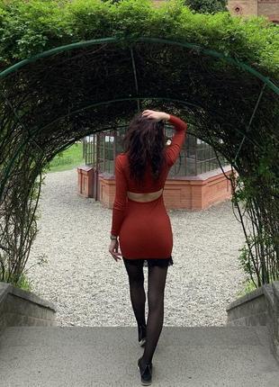 Платье по фигуре, стильное платье в рубчик, платье с открытой спинкой