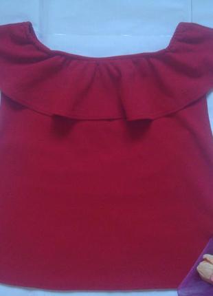 Кофта блуза на плечи/ с воланом красного цвета boohoo