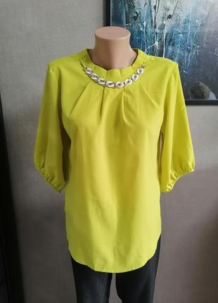 Нарядная блуза фисташкового цвета