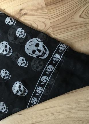 Платок-шарф с черепами