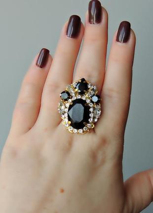 Элегантное кольцо в стиле барокко.