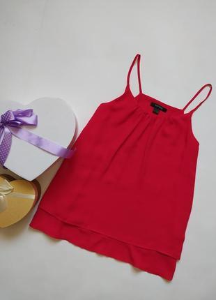 Красивая красная базовая блуза на тонких бретелях