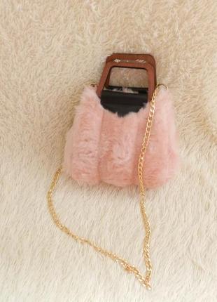 Меховая сумочка на цепочке