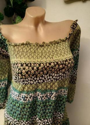 Ярусная блузка с открытыми плечами