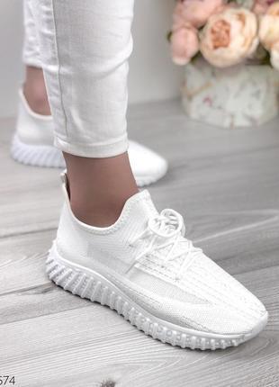 Кроссовки в стиле yeezy