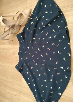 Летняя юбка бренда clockhouse с модным принтом