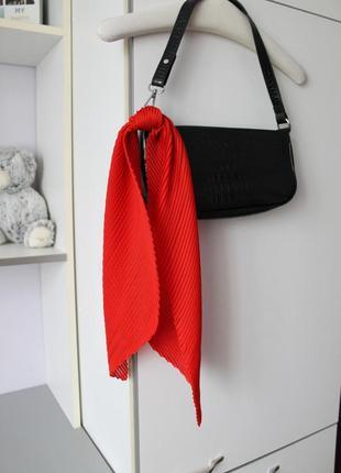 Красный гофрированый платок