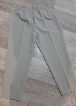 Классические брюки на резинке с завышенной посадкой талией с стрелками