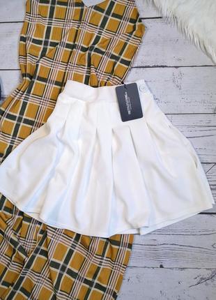 Белоснежная новая юбка складками плиссерованная