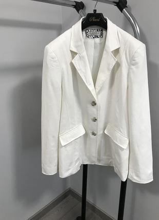 Белоснежный льняной пиджак