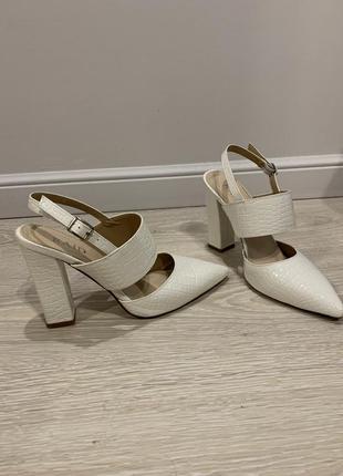 Туфли босоножки на каблуке